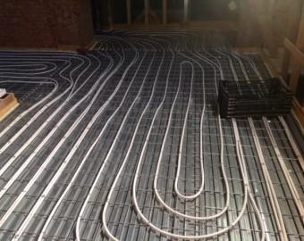 Zwaluwstaartplaten vloerverwarming